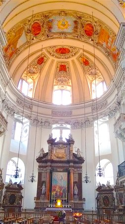 Salzburg Cathedral: Altar and part of the dome