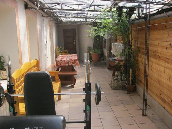 Studiya Guest House: Двор 04