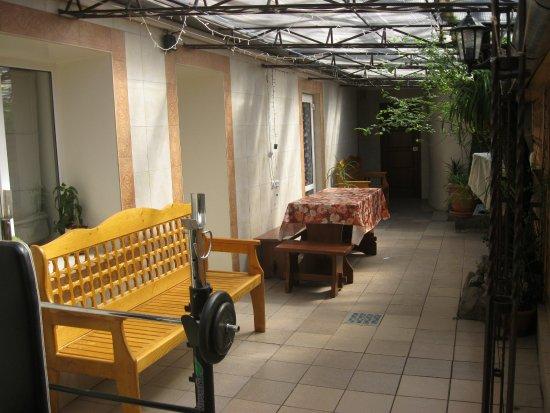 Studiya Guest House: Двор 05