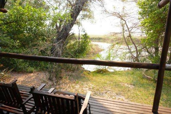 Xaro Lodge: Blick vom Zelt auf den Fluss