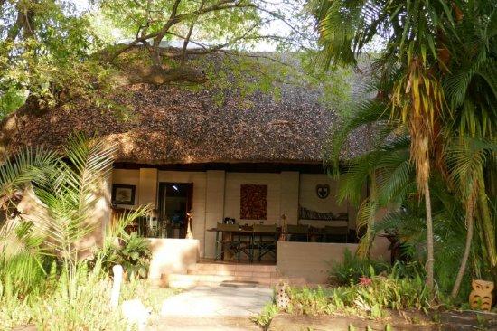 Xaro Lodge: Hauptgebäude mit Essbereich
