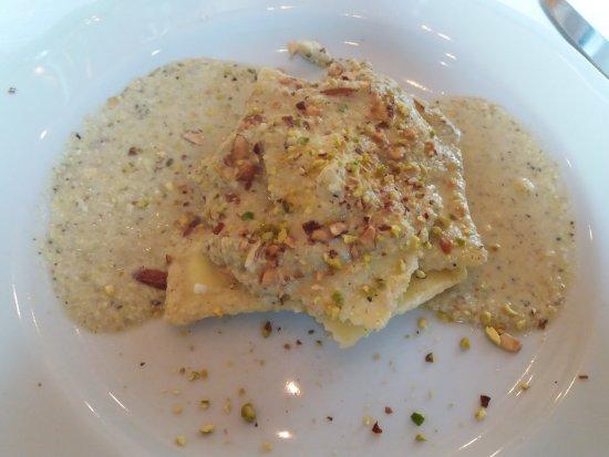 Arche' Restaurant: Ravioli con crema di noci e pistacchi