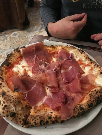 Circolo Cucina di Napoli: AMAZING Margherita with Prosciutto!!!