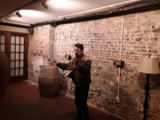 Cobblestone Tours : Norton in the cellar