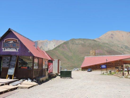 Malargue, Argentina: Sommeransicht des Dorfeingangs