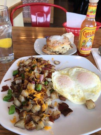 Broomall, Πενσυλβάνια: Cowboy Hash and Cinnamon Raisin bread