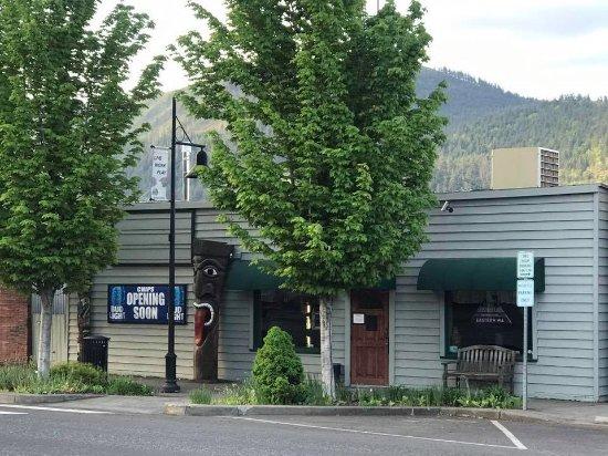 Bingen, WA: CHIPS BAR & GRILL STOREFRONT
