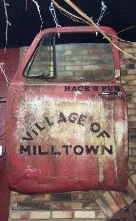Milltown, ויסקונסין: Hack's Decor