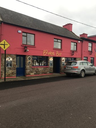 Portmagee, Irlanda: External photo of Bridge Bar