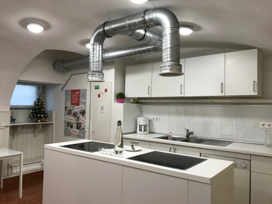 Easy Cooking Budapest: Clean and well apointed kitchen