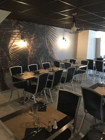 Saint-Brice-en-Cogles, France: Salle de restaurant