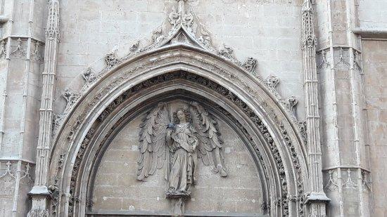 Llotja : Above the entrance door
