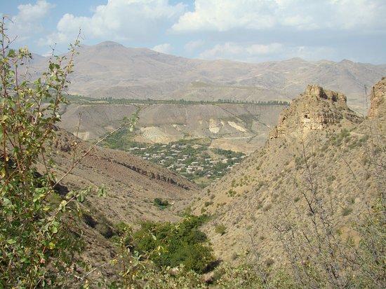 Vayots Dzor Province, Armenia: Вид на село Арпи от Джераванка