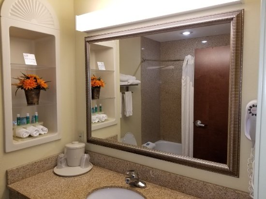 Holiday Inn Express Hotel & Suites Biloxi- Ocean Springs: 20171231_212103_large.jpg