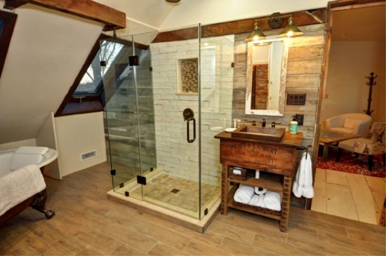 Pipersville, PA: Victory Suite bathroom featuring stand alone shower and clawfoot tub