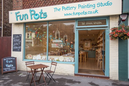 Haywards Heath, UK: Fun Pots pottery painting studio