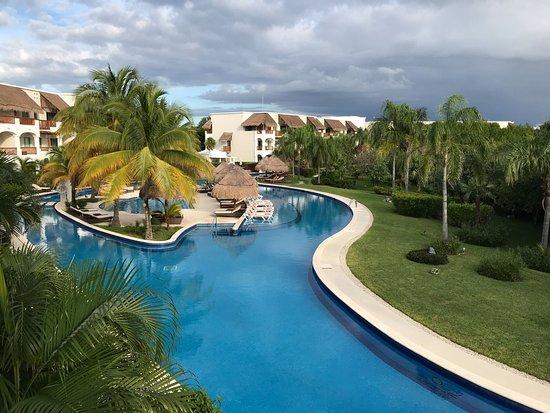 valentin imperial riviera maya lazy pool