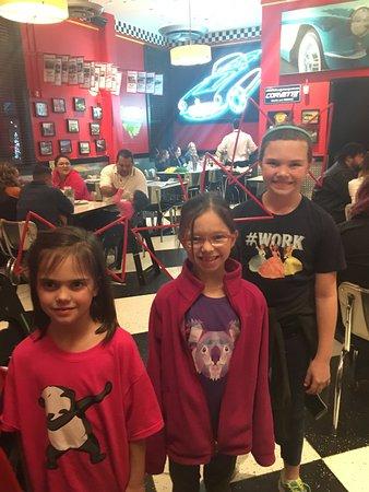 Corvette Diner : Straw bows!