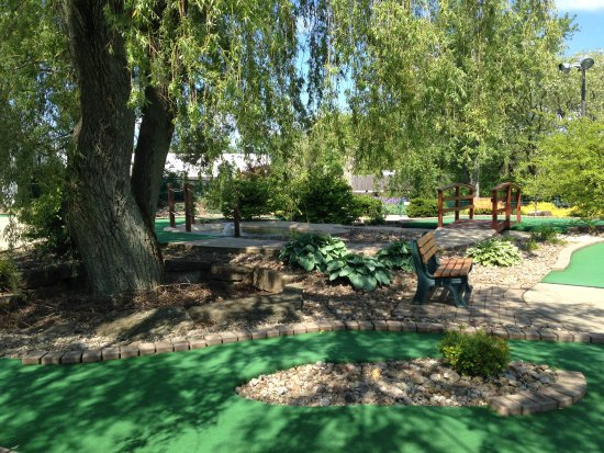 Chardon, OH: Have a seat and enjoy the shade at Chip's Clubhouse