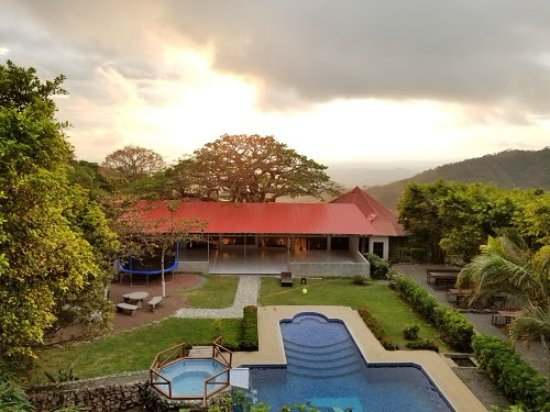 Miramar, Costa Rica: View from our motel room (restaurant & pool)