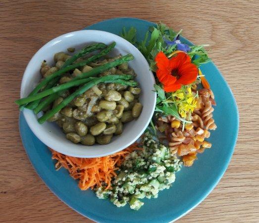 Culnacnoc, UK: Broad Bean and Asparagus Bowl