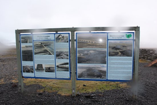 Skeiðara Bridge Monument