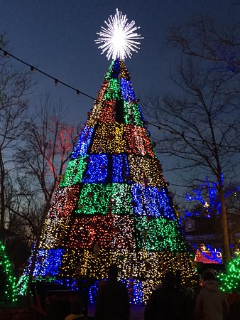 silver dollar city 5 story animated christmas tree lights