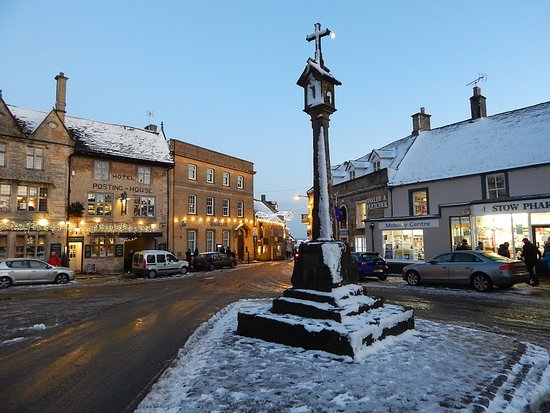 Stow-on-the-Wold, UK: Square market cross in the snow