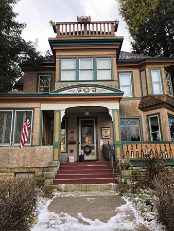 Viroqua Heritage Inn: B&B property as seen from the front