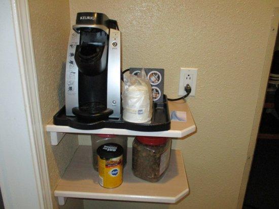 Best Western Inn at Penticton: nice hot, fresh coffee (ignore dog food lol)