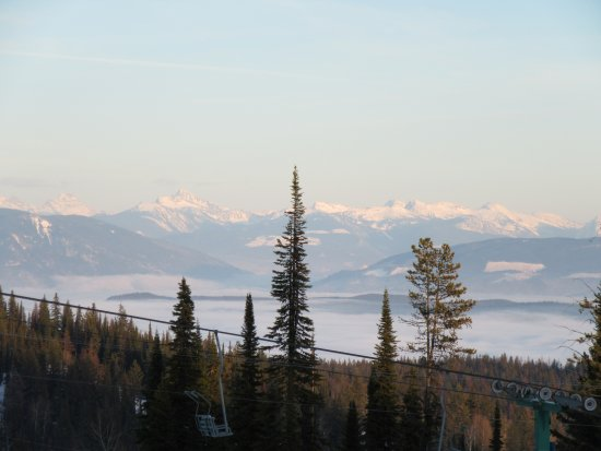 Silver Star, Canada: View of the Monashee mountains from the Powder Gulch run near Paradise Camp. Spectacular views.
