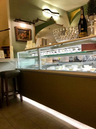 Pizzeria Victoria Grill: I dolci sembravano molto deliziosi, però non ci hanno accomodati.