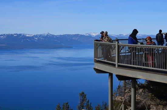 Observation deck mid station of the gondola foto di for Noleggio di cabine lake tahoe per coppie