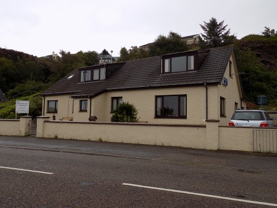 Western Isles Guest House : Taken from across the street.