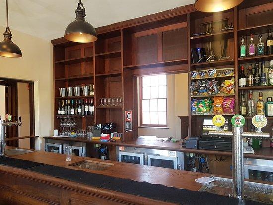 Braidwood, Australia: The front bar now serves both sides!