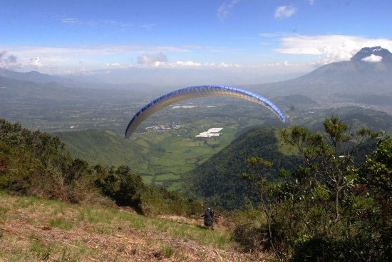 La Cumbre: Take off with Imbabura on the front, Otavalo