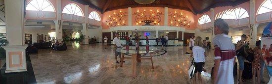 Sandos Playacar Beach Resort: La recepción del hotel