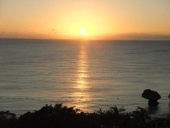Nirai Beach: ニライビーチ 夕方の風景