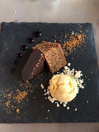 Noresund, Noruega: carrot cake, chocolate cake and home made ice-cream etc