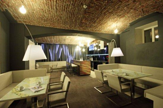 بوري وايت: Bar/Lounge