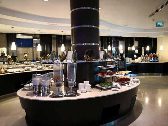Holiday Inn Express Dubai Airport: IMG_20171204_082034_large.jpg