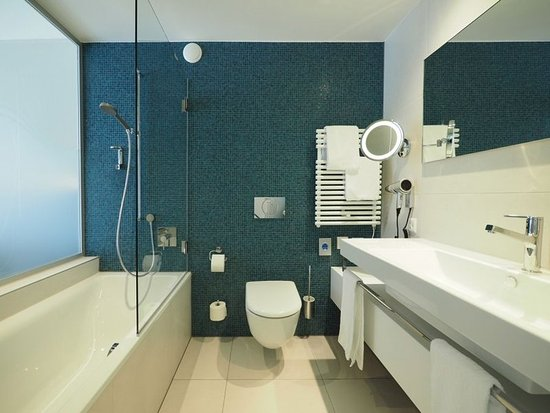 guest room foto hotel restaurant holiday thun thun tripadvisor. Black Bedroom Furniture Sets. Home Design Ideas