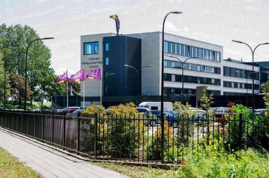 Nieuwerkerk aan den Ijssel, Niederlande: Exterior