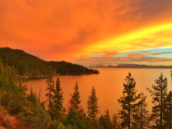 Tahoe Vista, CA: Our Beautiful Tahoe Sunsets!