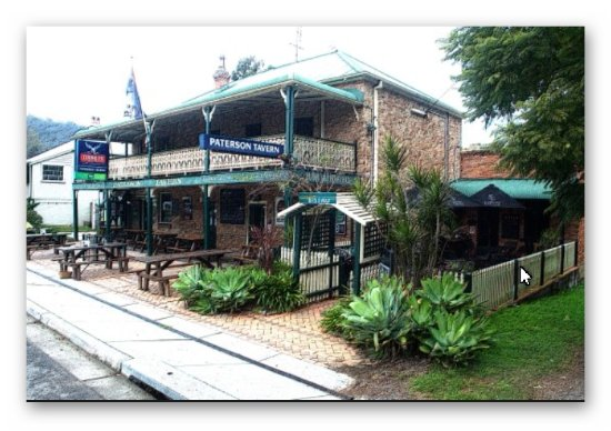 Paterson, Australia: Street View of the Tavern