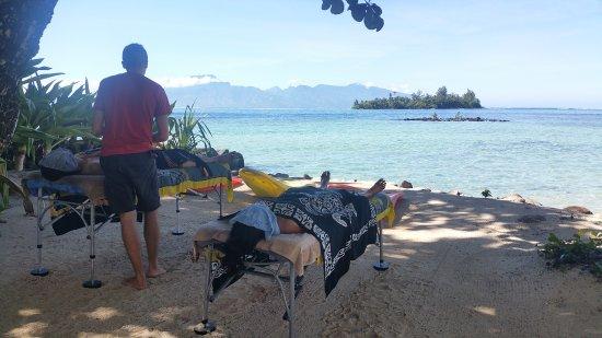 Moorea, Polinesia francese: Massage en bord de plage, directement dans votre maison de location...