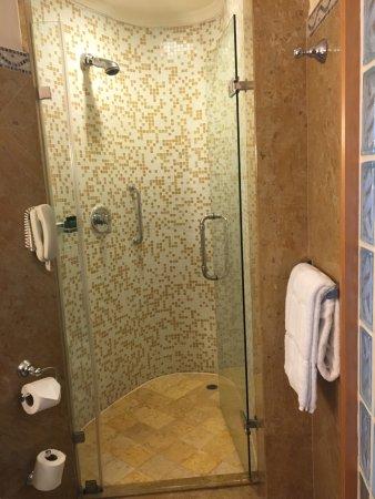 Shower enclosure - Picture of Shangri-La Hotel, Singapore, Singapore ...