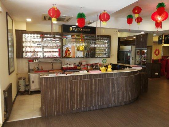 st restaurant cashiers counter