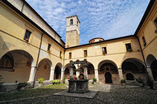 Tagliacozzo, إيطاليا: Chiostro con pozzo