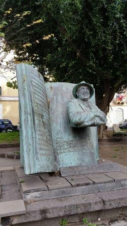 Giovanni Formisano Statue